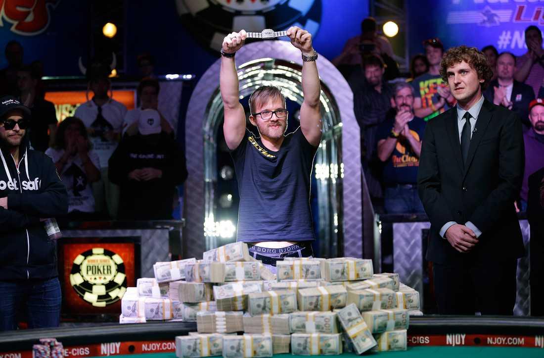 Martin Jacobson firar segern i WSOP förra året, ett finalbord han ännu inte återupplevt.