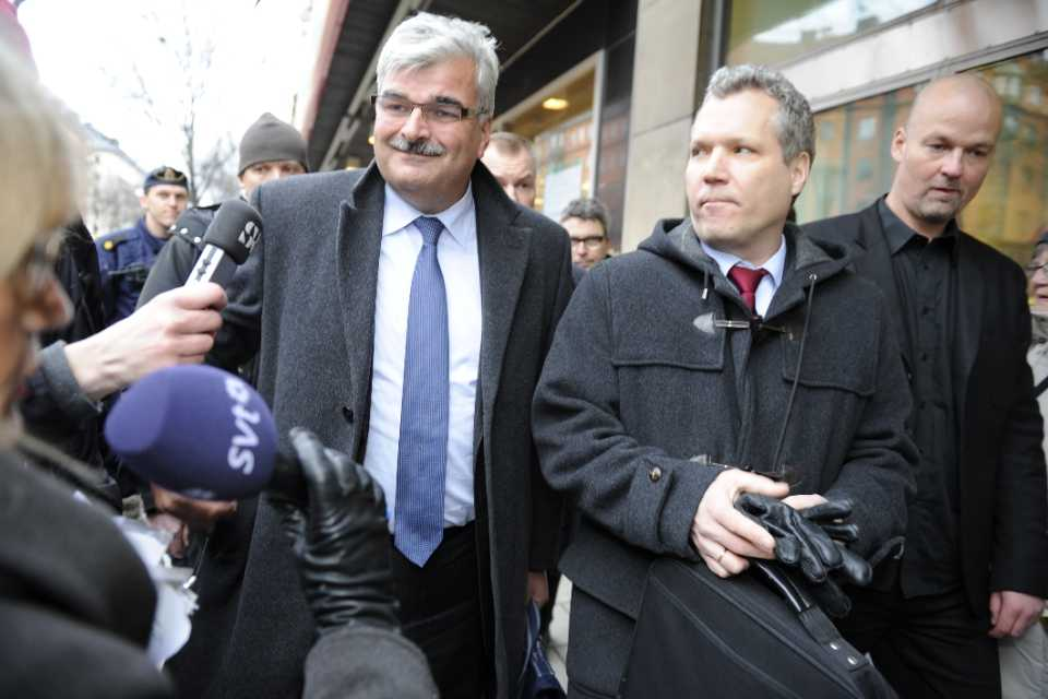 Håkan Juholt anländer till verkställande utskottets möte tillsammans med Tommy Waidelich