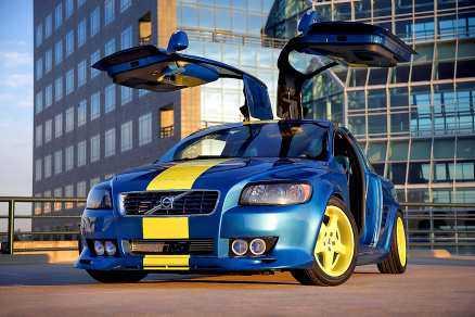 Åter blå gul Förra hösten visade Volvo upp en ombyggd C30 i blå gul lackering som väckte stor uppmärksamhet på olika mässor. Nu håller hela Volvo personvagnar på att bli mycket blå gult igen.