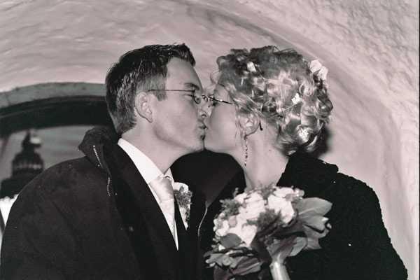 Johanna och Olaf Völcker gifte sig på första advent 2004 — och satsade på ett riktigt vinterbröllop.