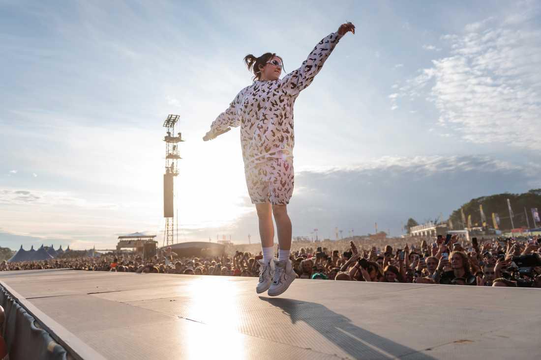 Billie Eilish uppträder på Lollapalooza 2019.