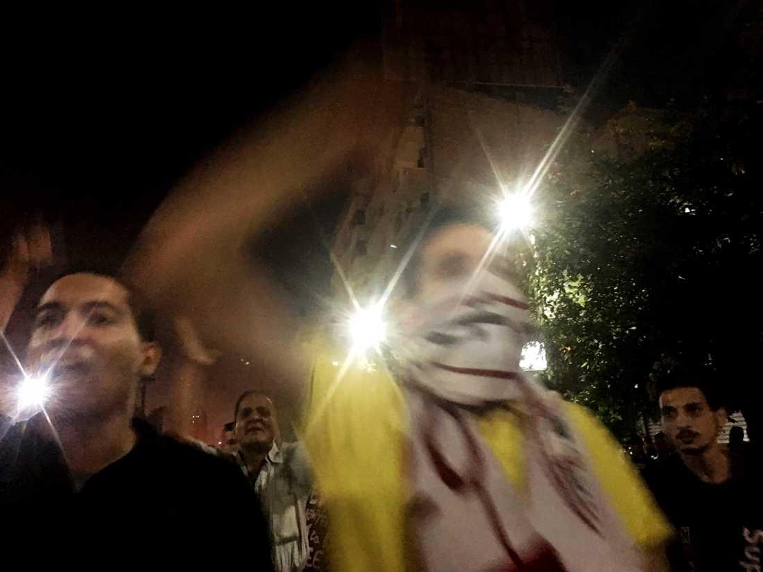 Demonstranter i Kairo under natten mot lördag.