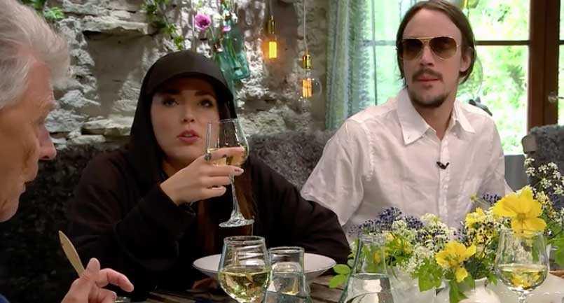 Miriam Bryant och Andreas Kleerup kring matbordet.