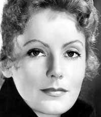 """skrev glödande kärleksbrev """"Jag älskar dig på alla språk. Du lilla lilla flicka"""", skrev en ung Greta Garbo till Mimi Pollak. Kvinnorna träffades redan på scenskolan."""