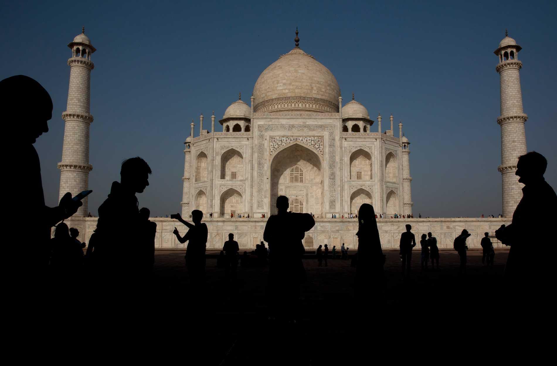 Taj Mahal skadat efter dödligt åskväder