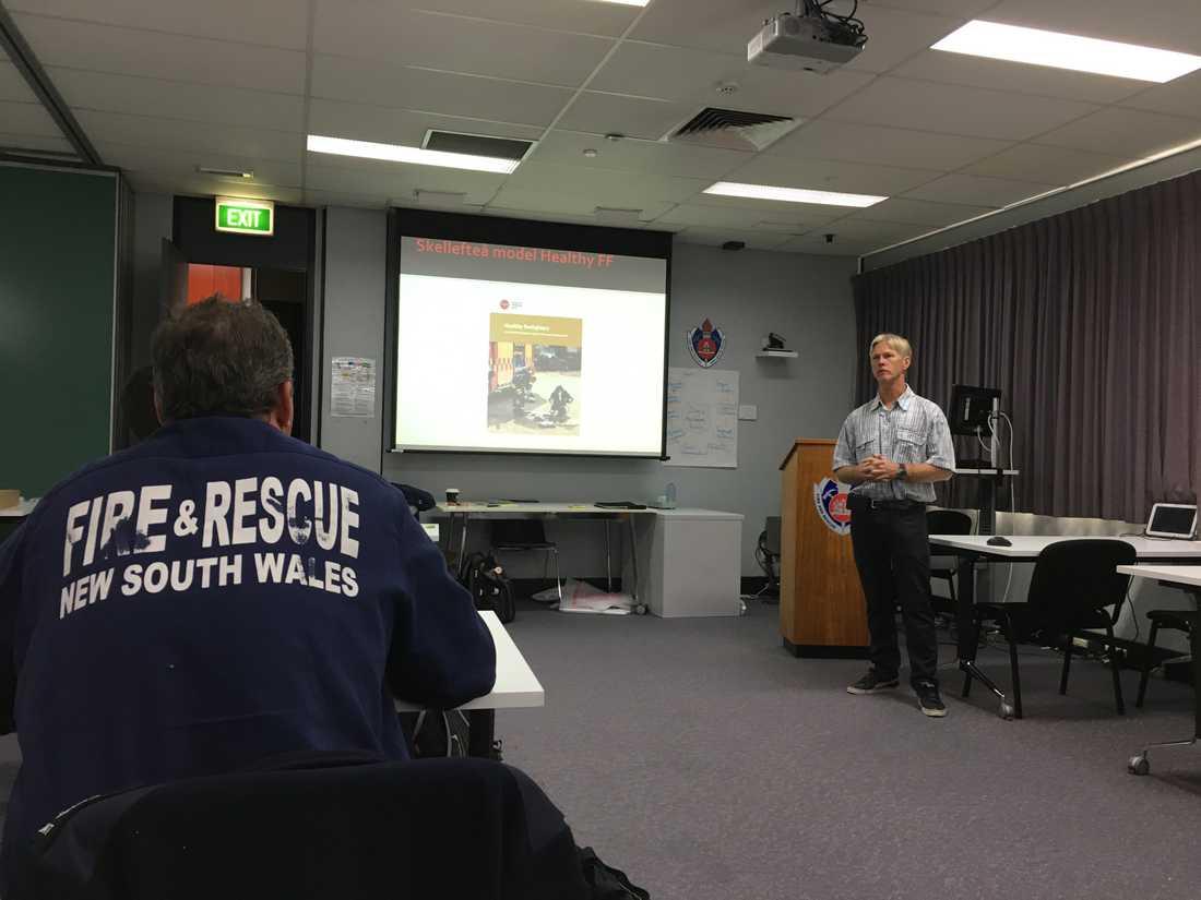 Under flera år utbildade Sven brandmän i Australien.