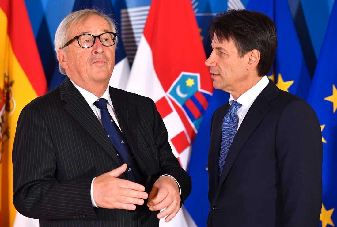 EU-kommissionens ordförande Jean-Claude Juncker och Italiens premiärminister Giuseppe Conte vid ett möte i Bryssel i somras. Arkivfoto.