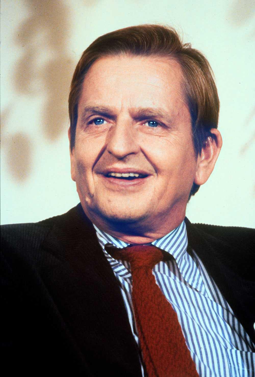 MÖRDARJAKTEN FORTSÄTTER Nu följer polisen upp nya spår i utredningen om mordet på Olof Palme. En före detta polis har kallats till förhör.