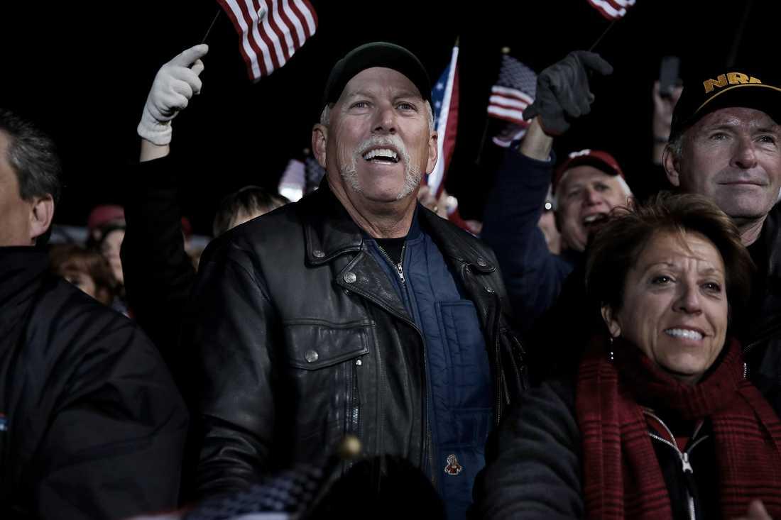 30 000 människor samlades när Mitt Romney valtalade i West Chester,  Ohio,