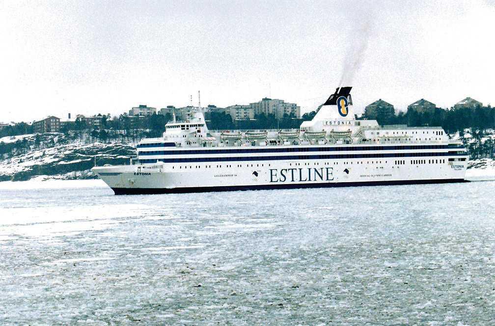 Natten mellan 27 och 28 september 1994 gick färjan m/s Estonia under i hårt väder på Östersjön, på väg från Tallinn till Stockholm. Fartygets bogvisir bröts loss i de fyra meter höga vågorna, vatten strömmade in på bildäck och fartyget sjönk inom en timme. 852 människor omkom, endast 138 kunde räddas.