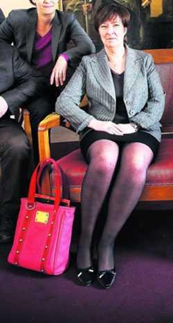 Bilden på Mona Sahlin med lyxväskan som väckt debatt.