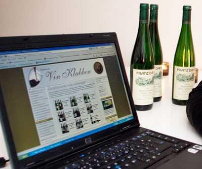Vin på internet. Att söka sitt vin på nätet är både enkelt och roligt. Foto: Roger Schederin.