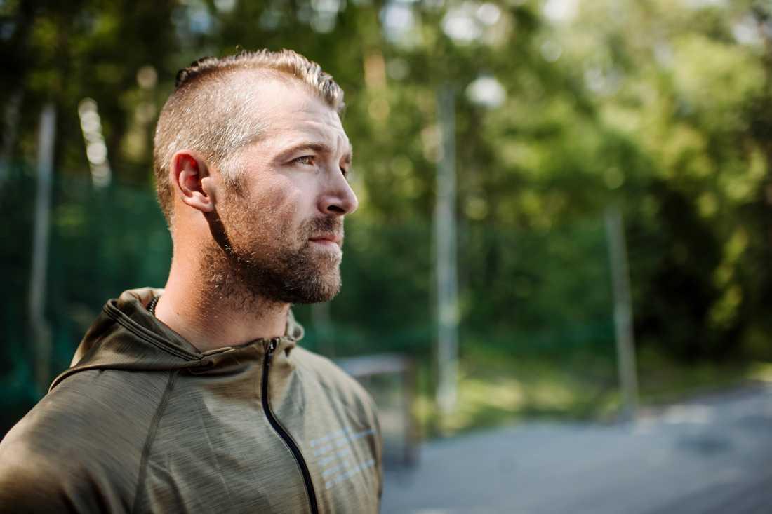Patrik Berglund på stället där han har tillbringat många timmar i ungdomen – skottrampen intill ABB arena i Västerås.