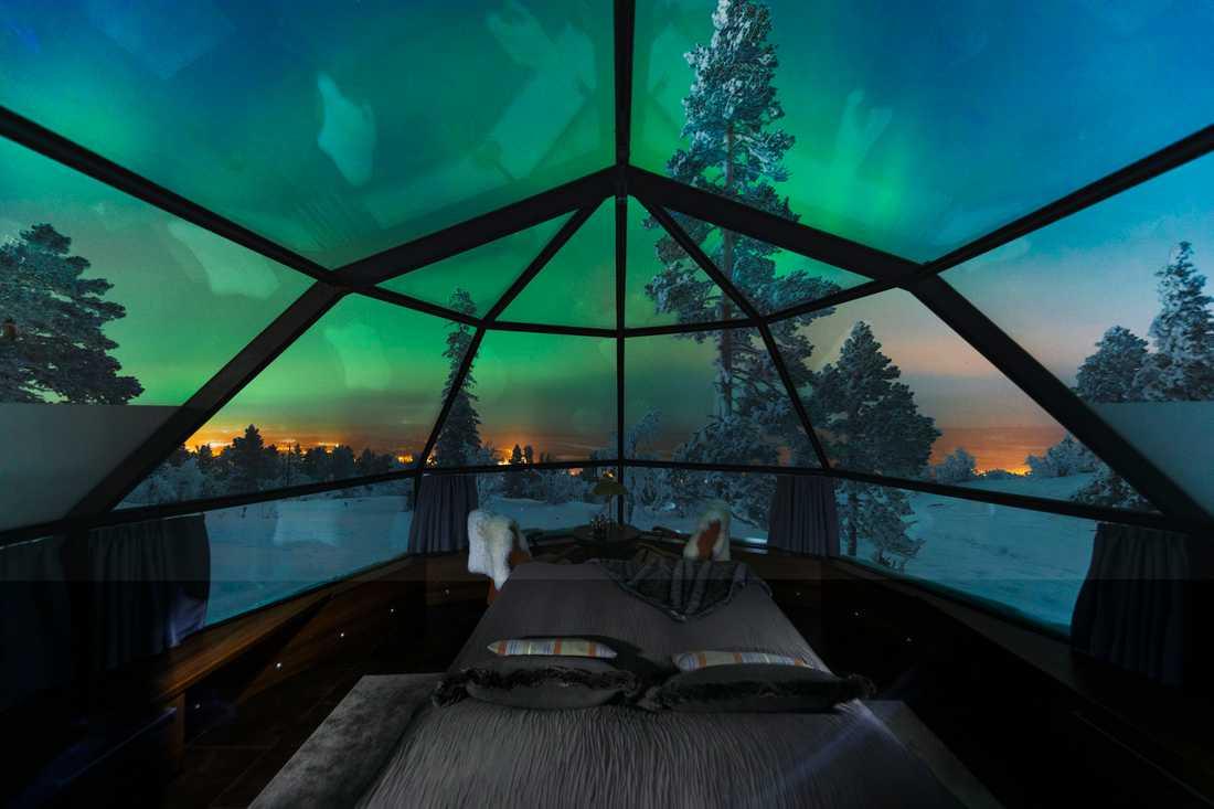Har du tur så får du se norrsken genom igloons tak.