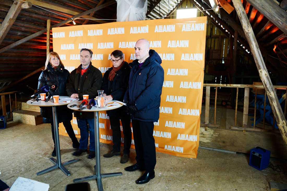 Alliansen höll pressträff i Maramö.