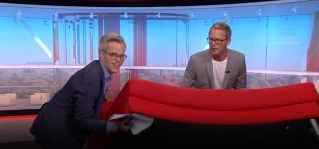 Nu har Filip och Fredrik köpt loss halva soffan.