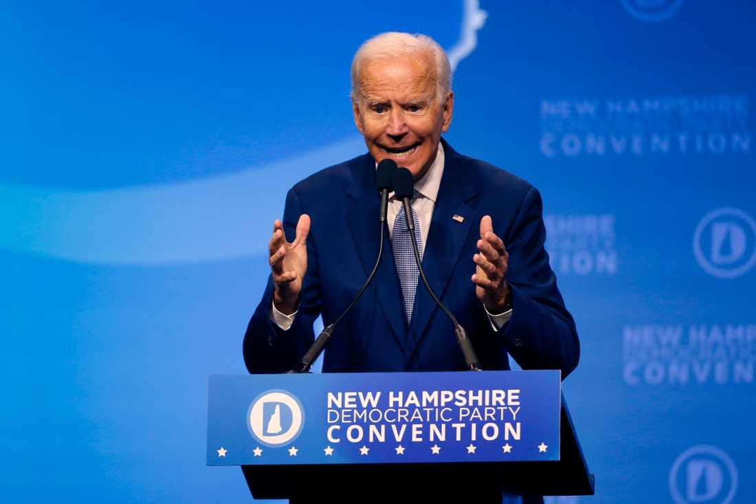 Före detta vicepresidenten Joe Biden får 55 procent av rösterna i opinionsundersökningen.