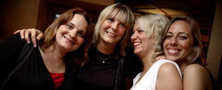 tjejgänget NU Hanne, Sofie, jag och Rebecca samlas för en kram.