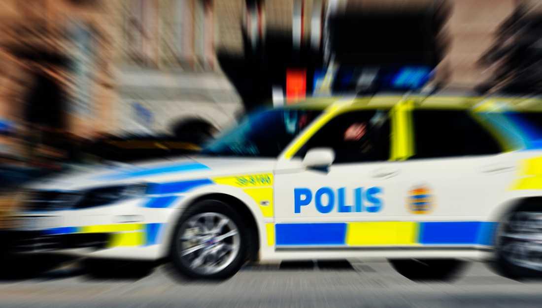 En polisbil under utryckning har kört in i en annan bil i Upplands-Bro norr om Stockholm.