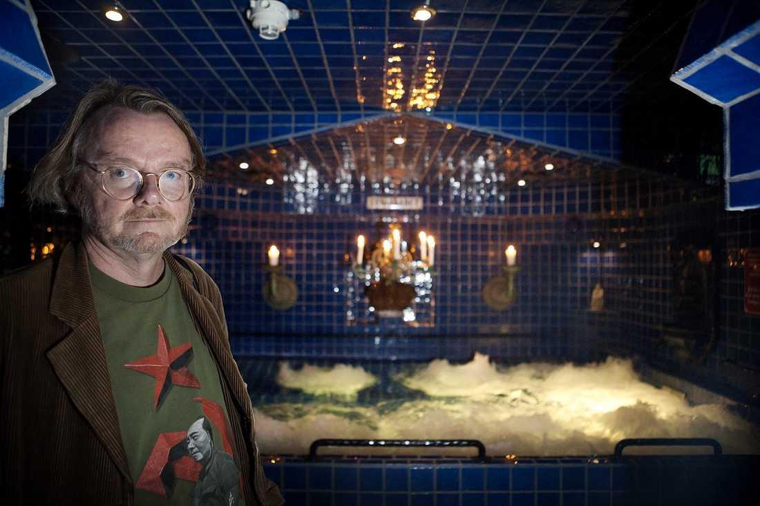 EXCENTRISK  I källaren på Hotell Gästis i Varberg har Lasse Diding byggt en 300 kvadratmeter stor kopia av Leninbadet i S:t Petersburg.