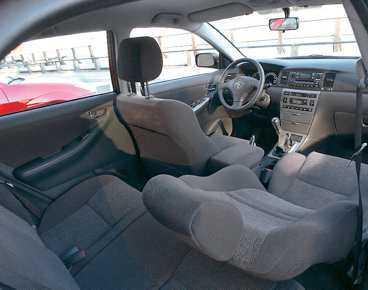 """Mainstream har länge varit Toyotas adelsmärke. Bilarna säljer bra på många marknader, då gäller det att skapa lösningar som fungerar """"hyggligt bra"""" för många smaker. Därför sticker inte heller Corolla ut i något avseende – varken inuti eller utanpå. Men taktiken har lyckats."""