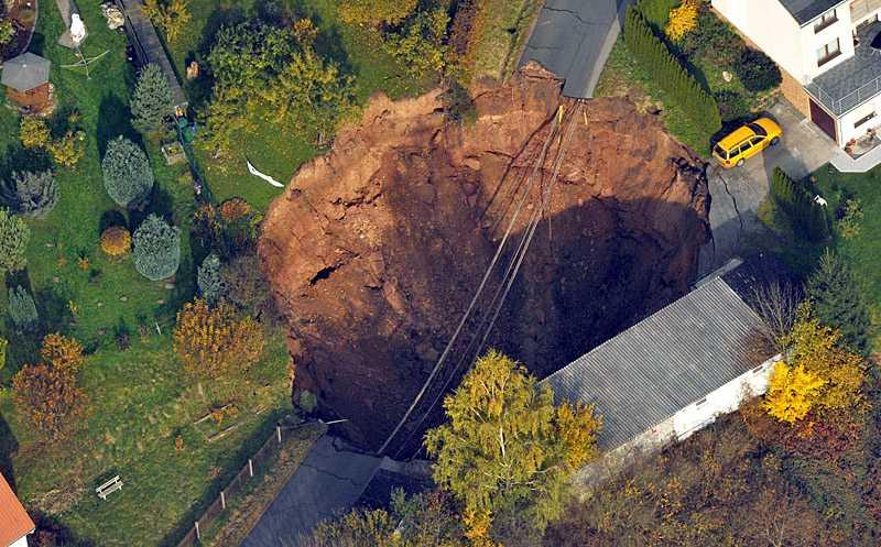 Hålet är fyrtio meter brett. Klicka på bilden för en större bild.