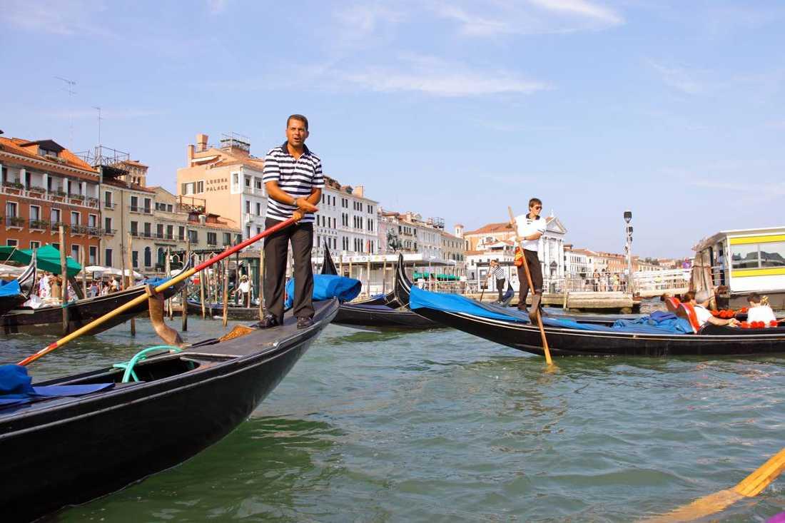 Antalet gondoler i Venedig sjunker för varje år, och få unga är intresserade av att lära sig yrket som gondolbyggare.