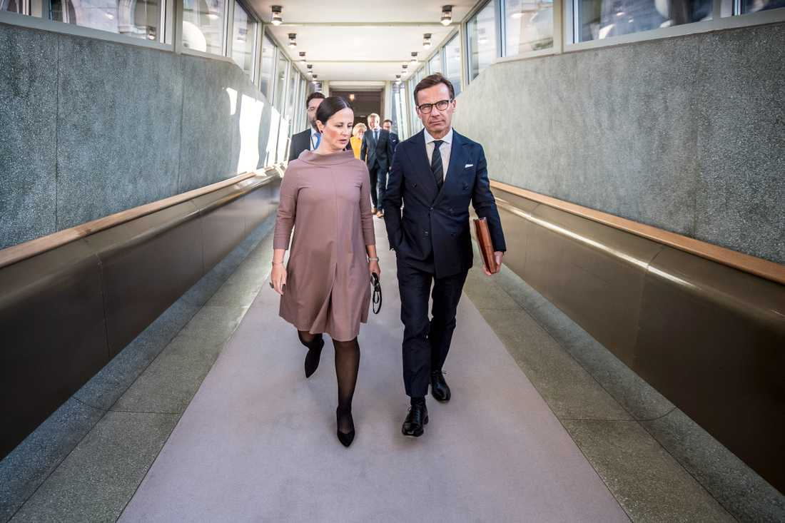 Cherine Khalil, presschef, och Ulf Kristersson, partiledare.