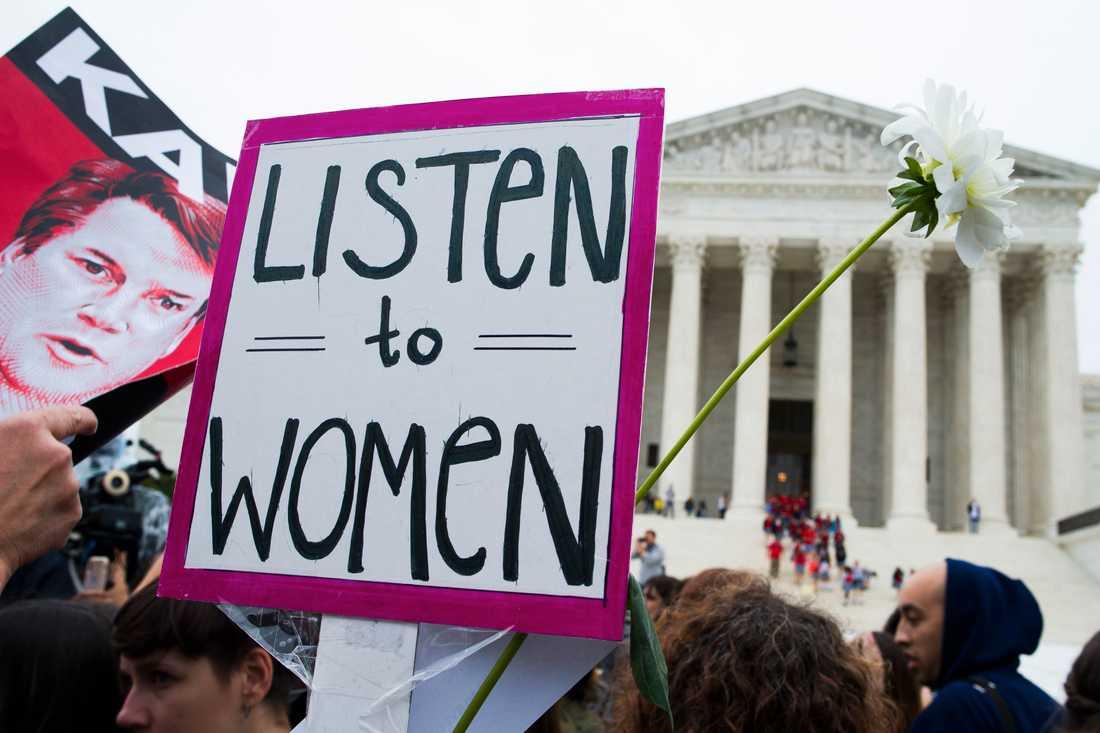 Demonstrationer utanför USA:s högsta domstol i samband med utfrågningen av Christine Blasey Ford, som har anklagat den tilltänkte HD-domaren Brett Kavanaugh för sexuella övergrepp.