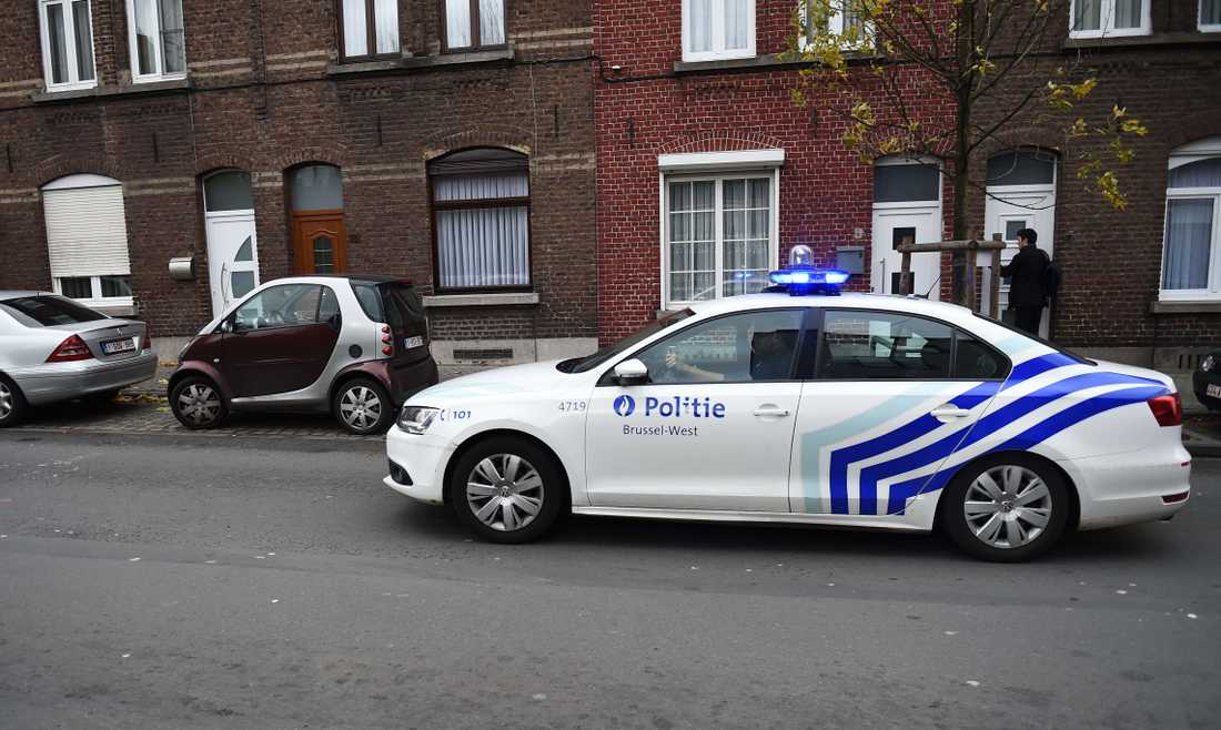 Flera personer greps i stadsdelen Molenbeek i Bryssel med koppling till dåden i Paris.