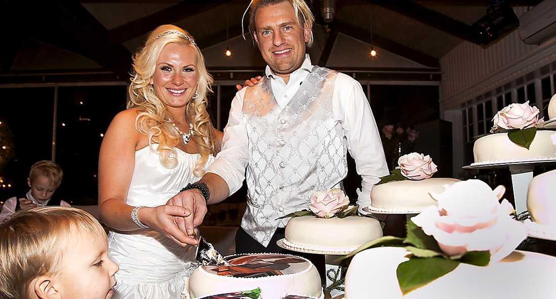 Pär-Ola Nyström och Louise Löfgren gifte sig i Lindome utanför Göteborg. Av de totala kostnaderna stod de för ungefär en tiondel själva.