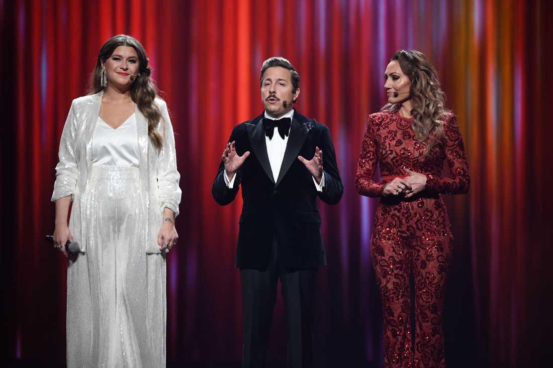 Programledarna Linnea Henriksson, David Sundin och Lina Hedlund är nya på jobbet i Melodifestivalen.