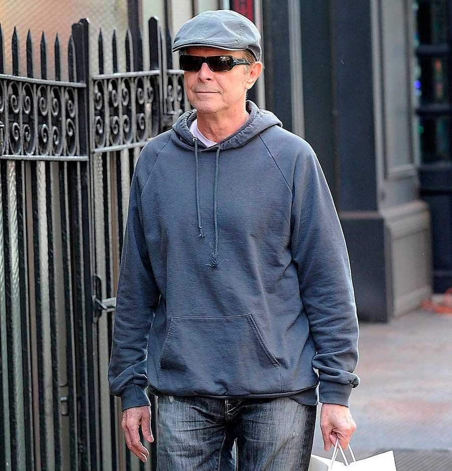 David Bowie höll sig undan sedan 2004. Här är en av de första offentliga bilder som tagits på honom i slutet av 2012.