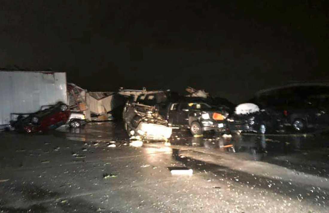 Förstörelse hos en bilhandlare i Jefferson City, Missouri.