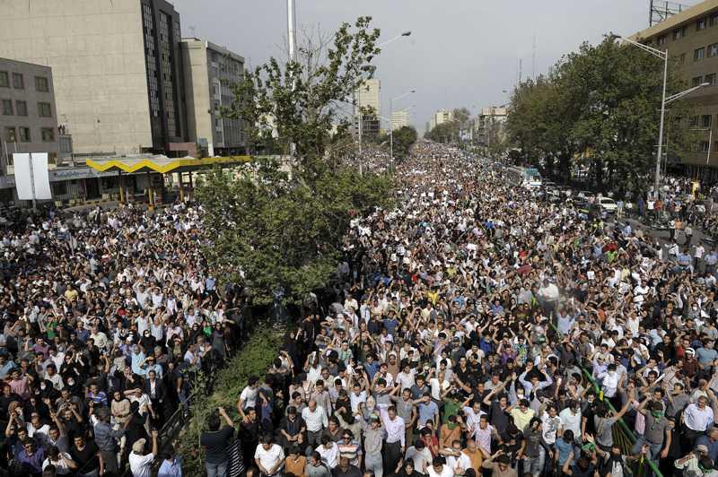 Oppositionen vägrade lyda ordern om demonstrationsförbud.