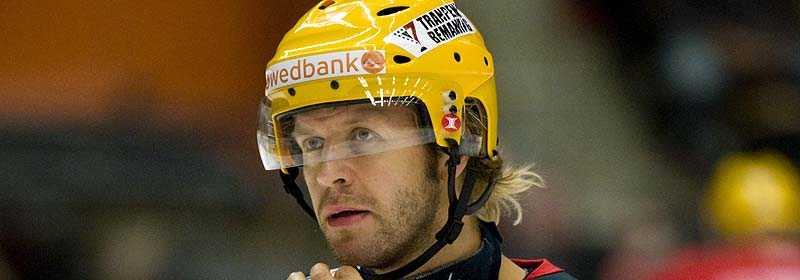 Frölundas Tomi Kallio är en av spelarna som fått använda gul hjälm denna säsong.