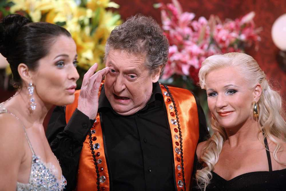 """2007 Lasse Brandeby kan inte hålla tillbaka tårarna efter att ha blivit utslagen ur """"Let's dance""""."""