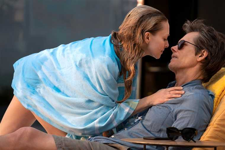 "Amanda Seyfried och Kevin Bacon i ""You should have left""."
