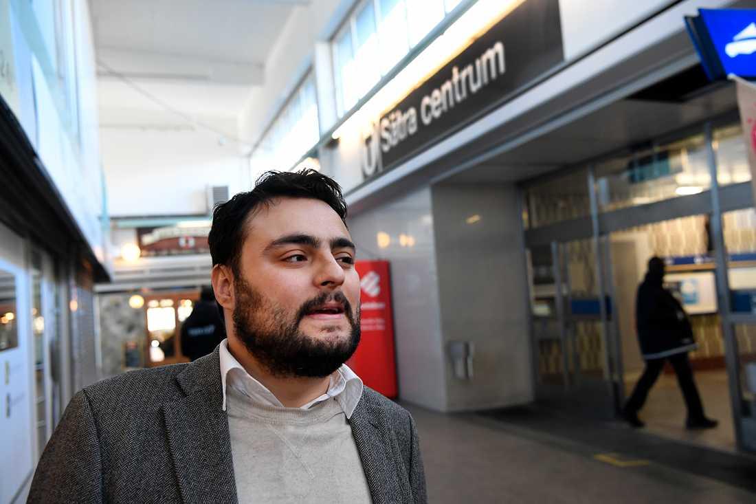 Aftonbladet träffar Salar Rashid, vice ordförande stadsdelsnämnden Skärholmen, i Sätra centrum.