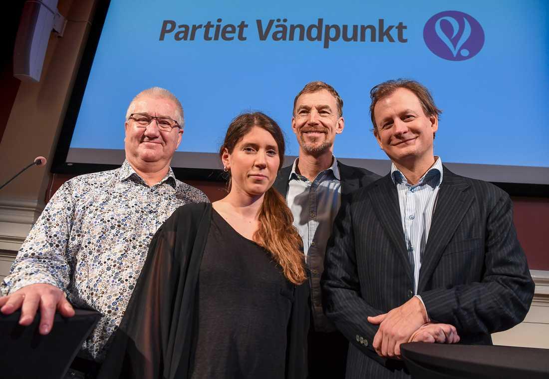 Det nybildade Partiet Vändpunkt leds av egenföretagaren Kjell Johansson, landsbygdssamordnaren Ylva Lundkvist Fridh, ekonomen Thomas Hahn och talespersonen Carl Schlyter, tidigare riksdagsledamot och EU-parlamentariker för Miljöpartiet.