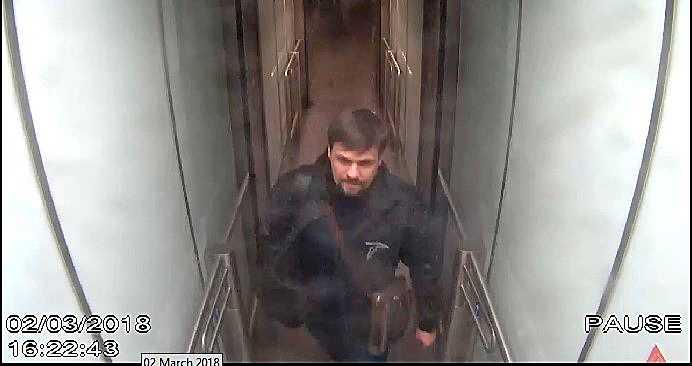Ruslan Boshirov fångad på övervakningskamera på Gatwicks flygplats.