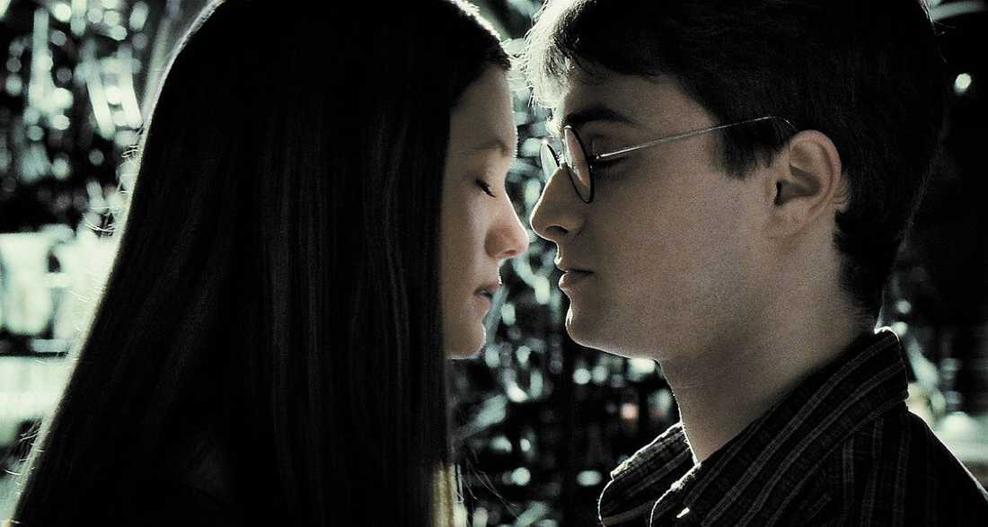 """I """"Harry Potter och halvblodsprinsen"""" kommer Ginny (Bonnie Wright) och Harry (Daniel Radcliffe) varandra nära."""