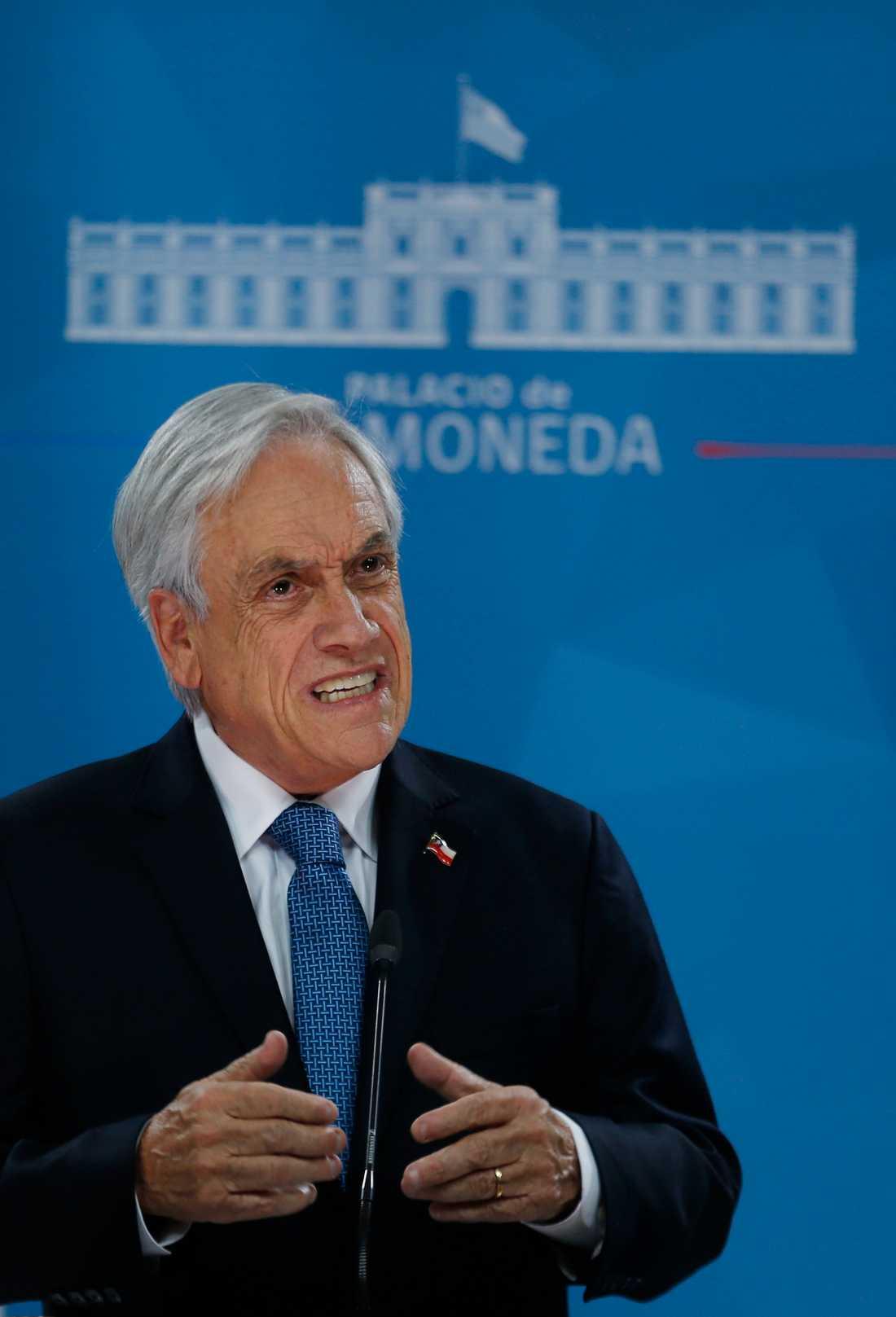 Chiles president Sebastián Piñera ber om ursäkt för att han inte tagit itu med problemen med ekonomisk ojämlikhet.