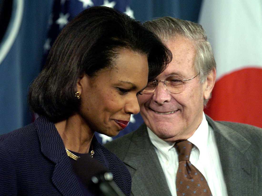 Två av Irakkrigets arkitekter, Condolezza Rice, utrikesminister, och Donald Rumsfeld, försvarsminister åt George W Bush.