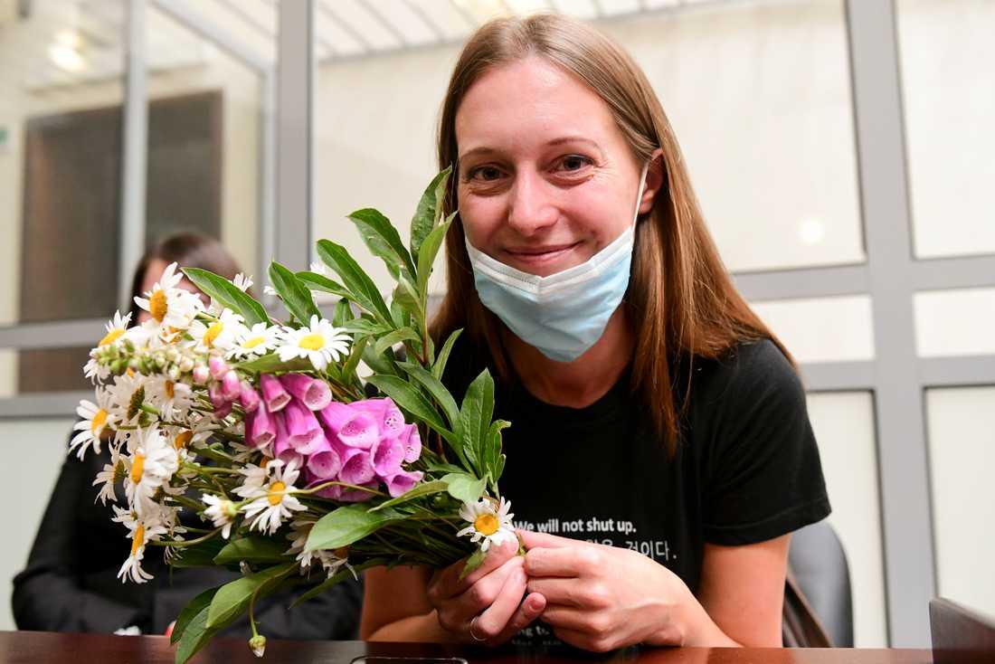 Ryska journalisten Svetlana Prokopjeva har fått stöd från yrkeskolleger. Nu har hon dömts till böter – men slapp fängelse – för sitt reportage om en självmordsbomb i Archngelsk.