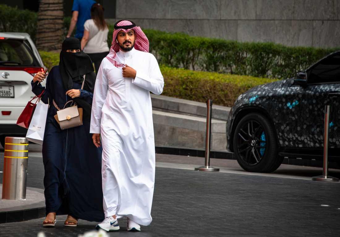 En emiratiskt par i Dubai.