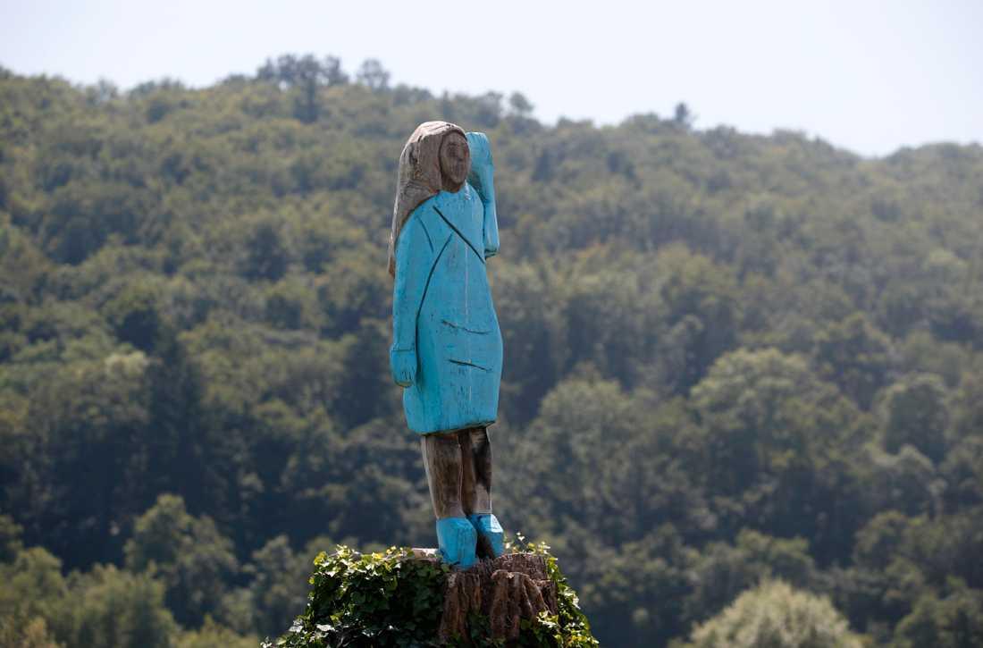En träskulptur av Melania Trump, avtäcktes i fredags i hennes hemstad Sevnica.
