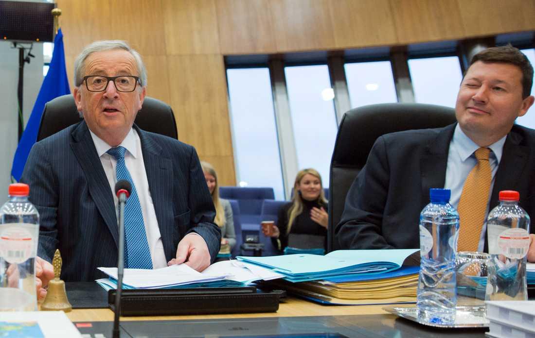 EU-kommissionens ordförande Jean-Claude Juncker (till vänster) och den omtvistade generalsekreteraren för kommissionen Martin Selmayr. Arkivbild.