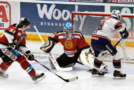 Matchvinnare Juha Pitkämäki stod i vägen för det mesta när Mora besegrade Djurgården.