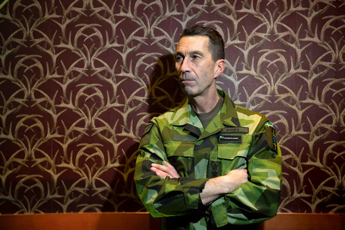 Överbefälhavare Micael Bydén ser fram emot att bygga ut Sveriges försvar.